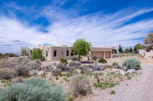 8221 BEVERLY HILLS Avenue NE, Albuquerque, NM 87122