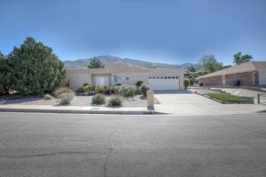2900 PALO ALTO Drive NE, Albuquerque, NM 87112