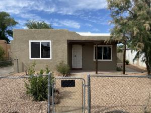 1009 ALTA MONTE Avenue NW, Albuquerque, NM 87107