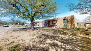 1110 BETTS Street NE, Albuquerque, NM 87112