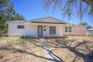 9041 PHOENIX Avenue NE, Albuquerque, NM 87112