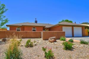 909 PARKSIDE Drive NE, Albuquerque, NM 87123
