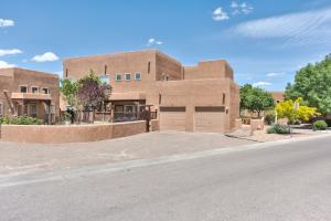 1727 VIOLETAS Road NW, Albuquerque, NM 87104