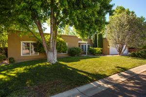 2817 INDIAN FARM Lane NW, Albuquerque, NM 87107