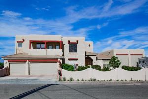 1220 Rael Street SW, Albuquerque, NM 87121