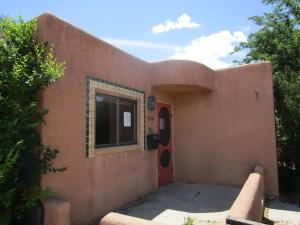 718 DOUGLAS MACARTHUR Road NW, Albuquerque, NM 87107