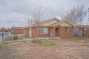 902 AZTEC Road NW, Albuquerque, NM 87107