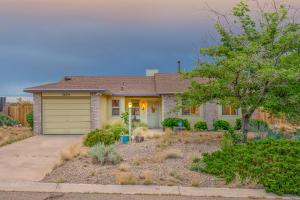 560 PYRITE Drive NE, Rio Rancho, NM 87124