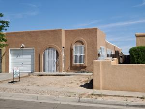 6935 IVY Place SW, Albuquerque, NM 87121