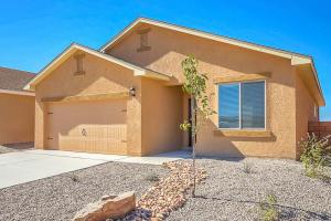 10023 Farinosa Avenue SW, Albuquerque, NM 87121