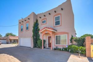 2422 RICE Avenue NW, C, Albuquerque, NM 87104