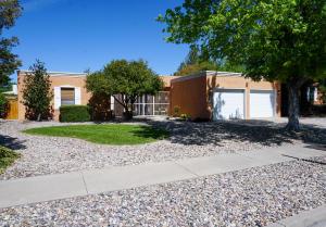6909 Rosewood Road NE, Albuquerque, NM 87111