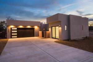 3213 Maxum Lane NW, Albuquerque, NM 87104
