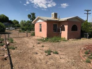 2208 MAYFLOWER Road SW, Albuquerque, NM 87105