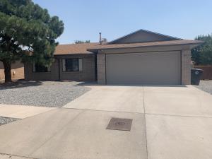 8104 SHANNON Street NE, Albuquerque, NM 87109