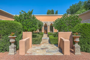 980 Bonita Rosas Road NW, Los Ranchos, NM 87107