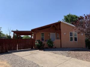 528 FENWICK Place SW, Albuquerque, NM 87121