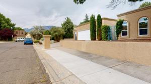 5510 Vista Lejana NE, Albuquerque, NM 87111