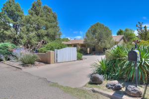 1700 Neat Lane SW, Albuquerque, NM 87105