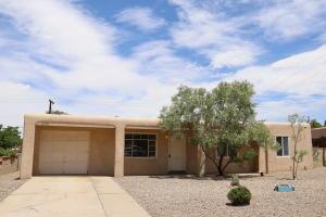 2715 VISTA LARGA Avenue NE, Albuquerque, NM 87106