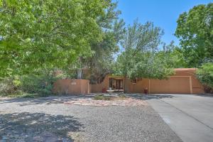 4108 Ravenwood Court NW, Albuquerque, NM 87107
