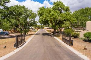 3305 Maxum Lane NW, Albuquerque, NM 87104