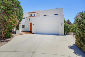 8928 Robs Place NE, Albuquerque, NM 87122
