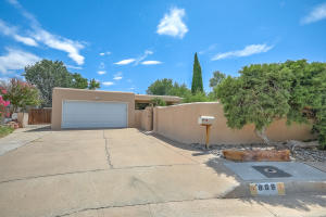 809 ADAMS Place SE, Albuquerque, NM 87108