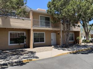 706 FRUIT Avenue NW, B, Albuquerque, NM 87102