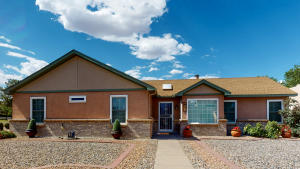 7633 MAPLEWOOD Drive NW, Albuquerque, NM 87120
