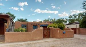 244 Pueblo Solano Road NW, Albuquerque, NM 87107
