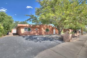 5014 LA CIENEGA Street NW, Albuquerque, NM 87107