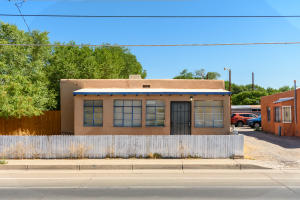 1717 GRIEGOS Road NW, Albuquerque, NM 87107