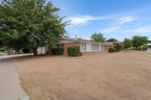 6901 SHOSHONE Road NE, Albuquerque, NM 87110