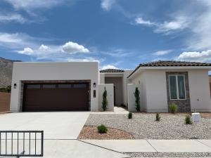 804 Mountain Hawk Drive NE, Albuquerque, NM 87122