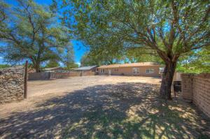 1810 LAKE Avenue SW, Albuquerque, NM 87105