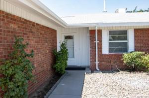 833 Eastridge Drive NE, Albuquerque, NM 87123