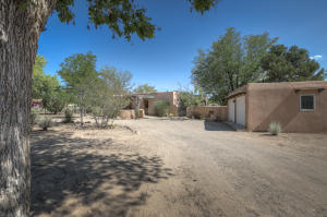 726 W MEADOWLARK Lane, Corrales, NM 87048