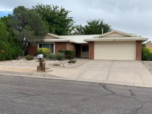 7120 VIVIAN Drive NE, Albuquerque, NM 87109