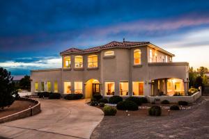 8421 Glendale Avenue NE, Albuquerque, NM 87122