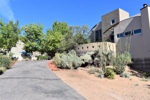 151 HOP TREE Trail, Corrales, NM 87048