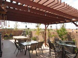 3905 Dynamite Road NE, Rio Rancho, NM 87144