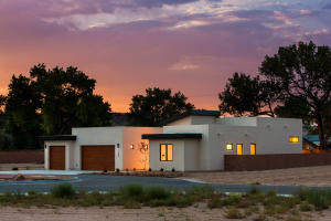 3305 Maxum Lane NW, Albuquerque, NM 87104