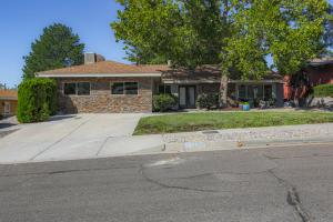 5305 JESSIE Drive NE, Albuquerque, NM 87111