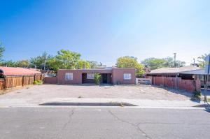 124 65TH Street NW, Albuquerque, NM 87105