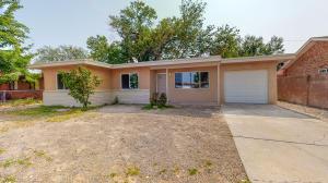 4518 VALLEY GARDEN Circle SW, Albuquerque, NM 87105