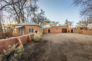7339 Guadalupe Trail NW, Los Ranchos, NM 87107