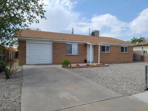 513 61 Street NW, Albuquerque, NM 87105