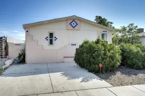104 WESTCOURT Place NW, Albuquerque, NM 87105