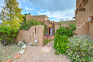1162 LAUREL Loop NE, Albuquerque, NM 87122